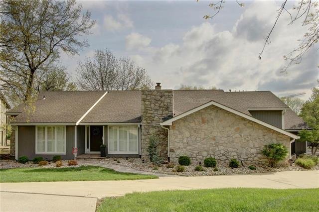 11021 Buena Vista Street, Leawood, KS 66211 (#2158930) :: House of Couse Group