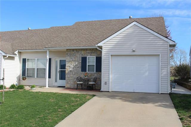 1831 Fall Creek Drive, Tonganoxie, KS 66086 (#2158951) :: The Shannon Lyon Group - ReeceNichols