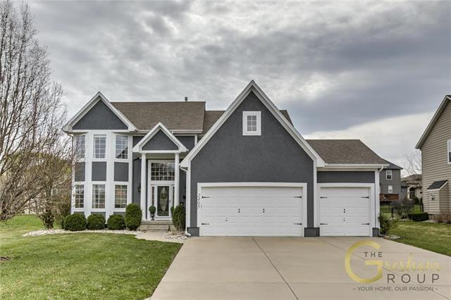 2405 SW Kenwill Drive, Lee's Summit, MO 64082 (#2159008) :: Team Real Estate