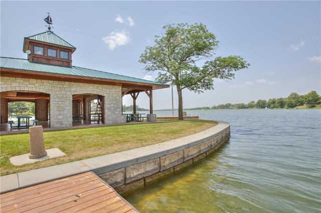 9402 NW 77th Terrace, Weatherby Lake, MO 64152 (#2159029) :: The Gunselman Team