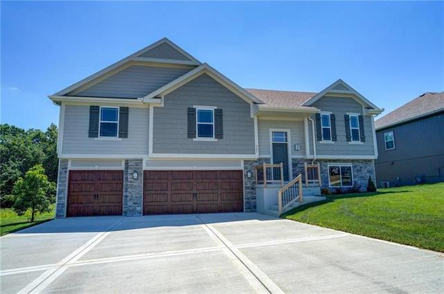 812 N Whispering Hills Drive, Lone Jack, MO 64070 (#2159069) :: Eric Craig Real Estate Team