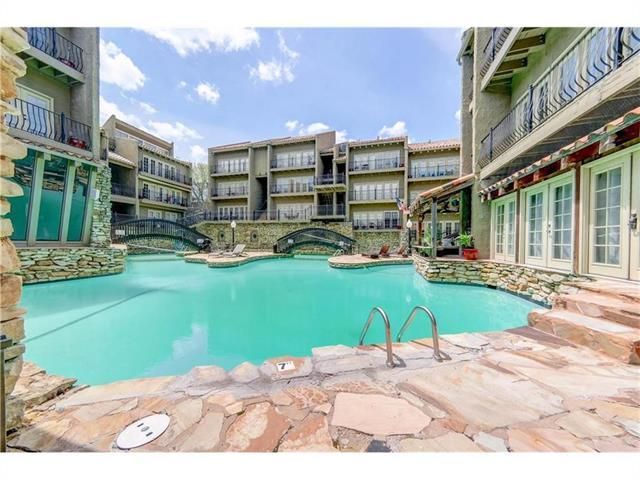 1111 W 46th Street #4, Kansas City, MO 64112 (#2159082) :: House of Couse Group
