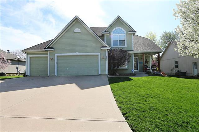 3829 SW Evergreen Lane, Lee's Summit, MO 64082 (#2159181) :: House of Couse Group