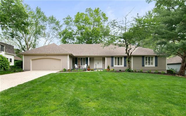 3024 W 84th Place, Leawood, KS 66206 (#2159210) :: House of Couse Group