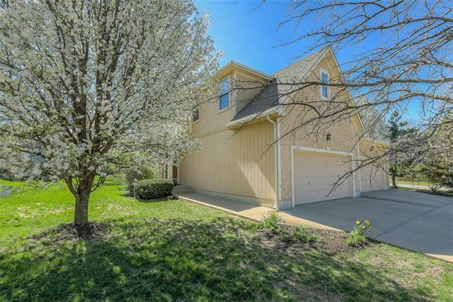 7335 Silverheel Street, Shawnee, KS 66227 (#2159217) :: House of Couse Group