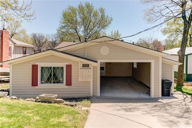 29325 W 152nd Terrace, Gardner, KS 66030 (#2159243) :: Team Real Estate