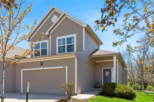 22513 W 71st Terrace, Shawnee, KS 66227 (#2159246) :: The Shannon Lyon Group - ReeceNichols