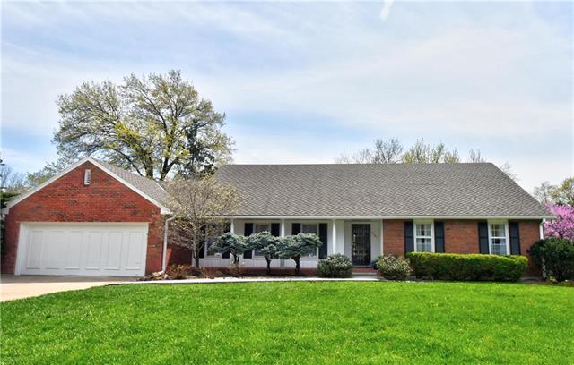 7701 W 99th Street, Shawnee Mission, KS 66212 (#2159266) :: Team Real Estate
