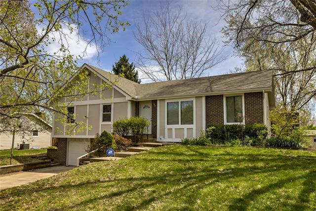 5735 Meadow Heights Drive, Shawnee, KS 66226 (#2159353) :: Team Real Estate