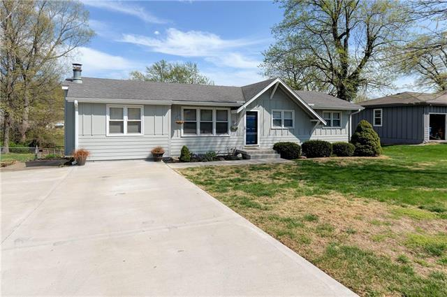 6115 N Michigan Avenue, Gladstone, MO 64118 (#2159383) :: House of Couse Group