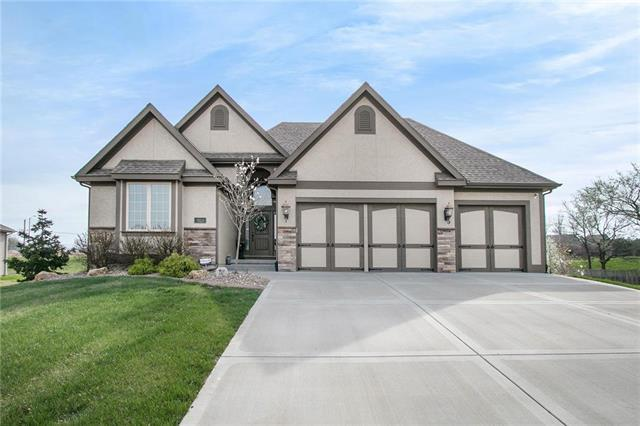 9123 N Walrond Court, Kansas City, MO 64156 (#2159387) :: House of Couse Group