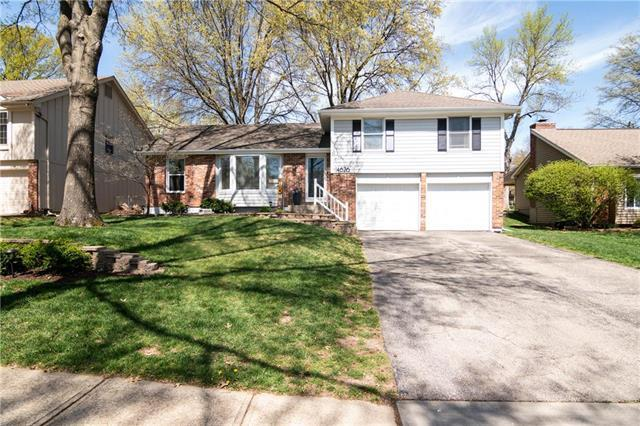 14626 W 90TH Street, Lenexa, KS 66215 (#2159399) :: The Shannon Lyon Group - ReeceNichols