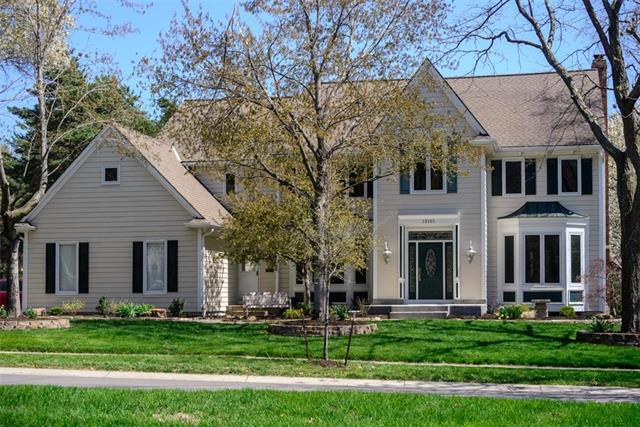 13101 Glenfield Street, Leawood, KS 66209 (#2159412) :: House of Couse Group