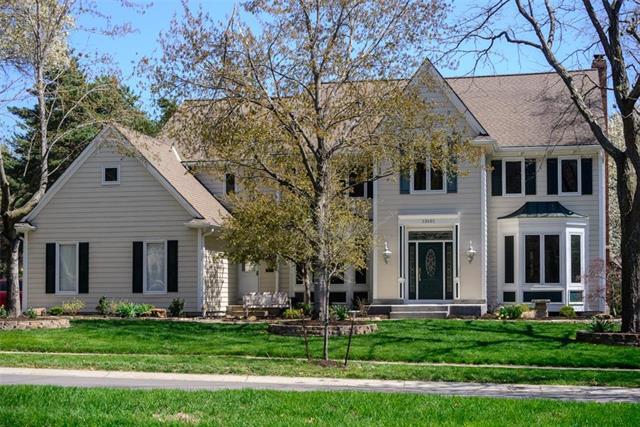 13101 Glenfield Street, Leawood, KS 66209 (#2159412) :: No Borders Real Estate