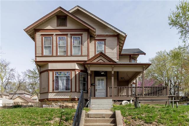 3522 Roberts Street, Kansas City, MO 64124 (#2159491) :: Clemons Home Team/ReMax Innovations