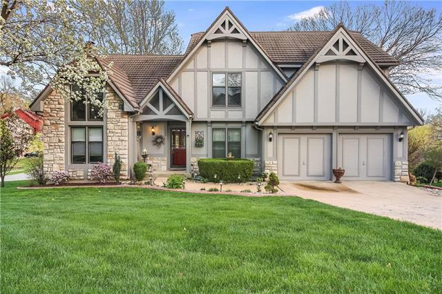 160 NE Edgewater Drive, Lee's Summit, MO 64064 (#2159511) :: House of Couse Group