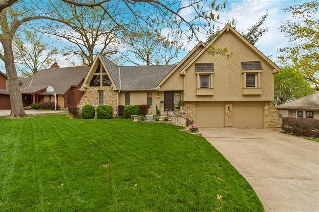 120 NW Teakwood Street, Lee's Summit, MO 64064 (#2159542) :: House of Couse Group