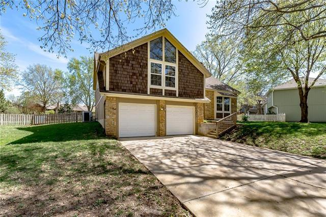 2308 W Persimmon Circle, Olathe, KS 66061 (#2159626) :: House of Couse Group