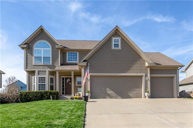 2424 SW Current Lane, Lee's Summit, MO 64082 (#2159653) :: House of Couse Group