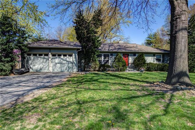 6000 Indian Creek Drive, Overland Park, KS 66207 (#2159698) :: House of Couse Group