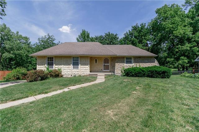 7205 Woodson Drive, Raytown, MO 64133 (#2159828) :: No Borders Real Estate