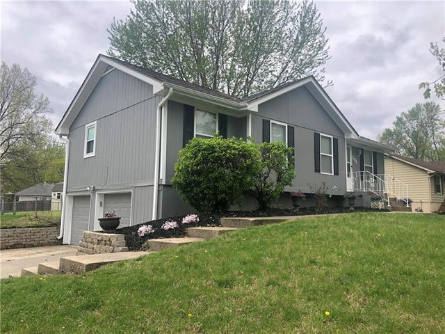 101 SW Victor Drive, Blue Springs, MO 64014 (#2159850) :: Team Real Estate