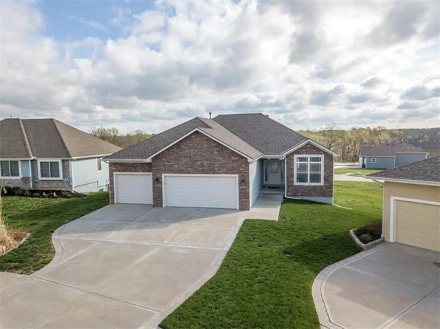 16649 Sandstone Circle, Basehor, KS 66007 (#2159908) :: The Gunselman Team