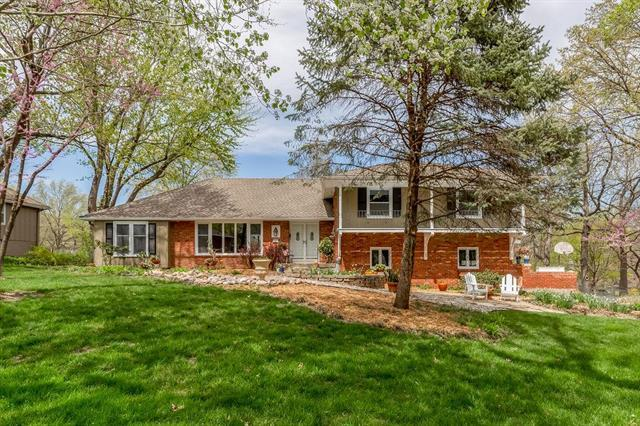 2212 W 103rd Terrace, Leawood, KS 66206 (#2159909) :: No Borders Real Estate