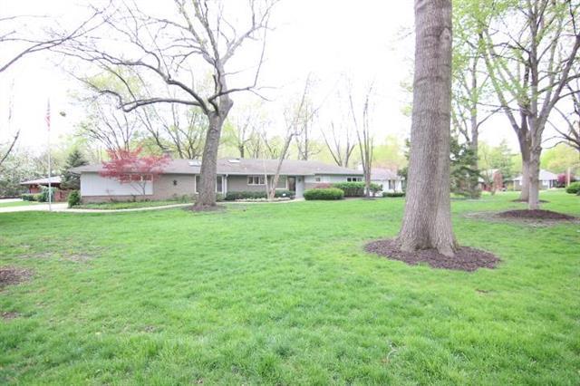 2333 W 98th Street, Leawood, KS 66206 (#2159917) :: Kedish Realty Group at Keller Williams Realty