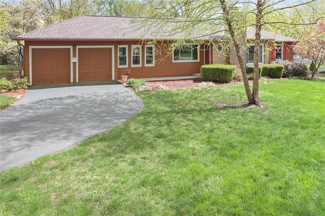 9241 Manor Road, Leawood, KS 66206 (#2159945) :: No Borders Real Estate
