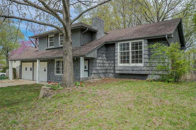 1105 SW Elwood Drive, Lee's Summit, MO 64081 (#2159947) :: Team Real Estate