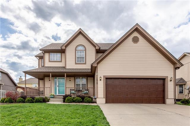 1212 SE Bridgehampton Way, Lee's Summit, MO 64081 (#2159961) :: The Gunselman Team