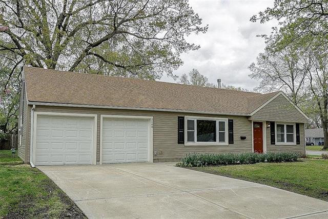 2400 W 77th Street, Prairie Village, KS 66208 (#2159962) :: Team Real Estate