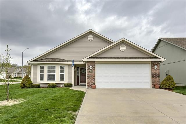 5426 S Bryant Drive, Independence, MO 64055 (#2160011) :: House of Couse Group