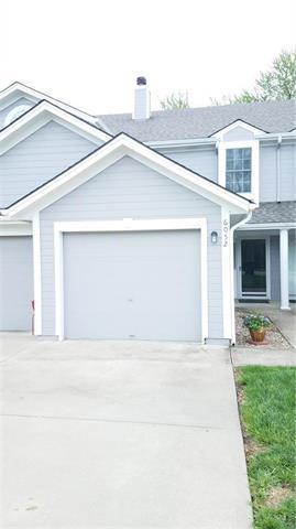 6052 NE Moonstone Drive, Lee's Summit, MO 64064 (#2160028) :: Team Real Estate