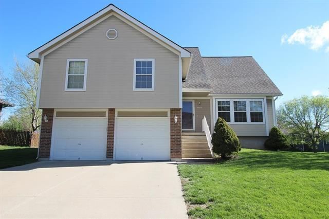 3610 SE Valley Forge Drive, Blue Springs, MO 64014 (#2160043) :: Team Real Estate