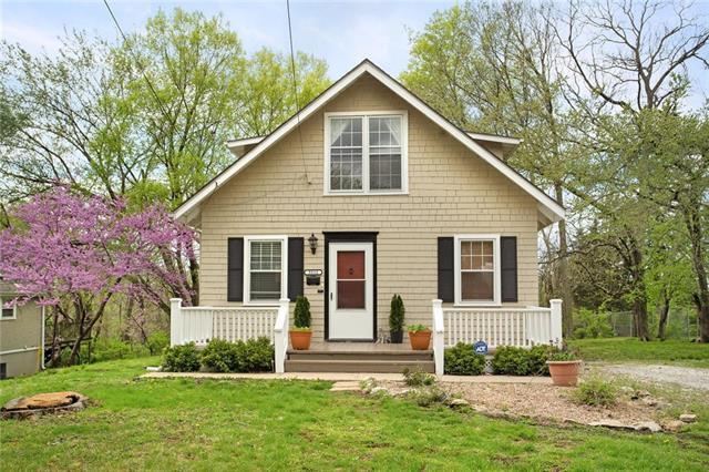 5212 Riggs Street, Mission, KS 66202 (#2160056) :: Team Real Estate