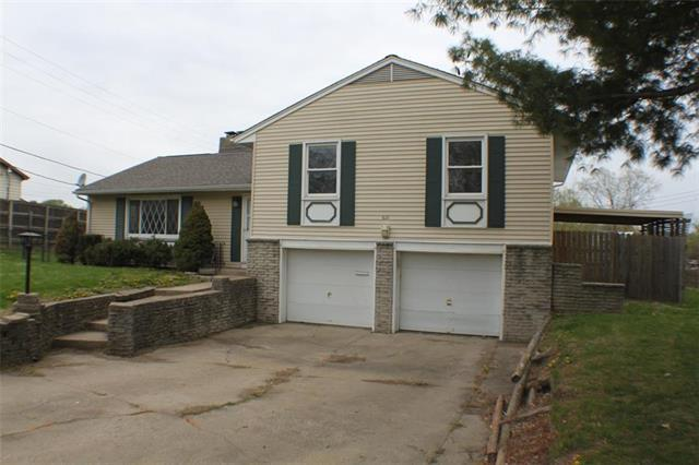 621 NW Lakeview Road, Blue Springs, MO 64014 (#2160079) :: No Borders Real Estate