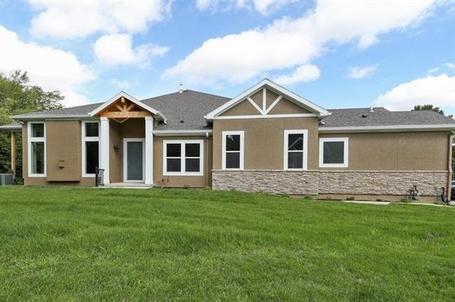 128 NW Pointe Drive, Gladstone, MO 64116 (#2160107) :: House of Couse Group