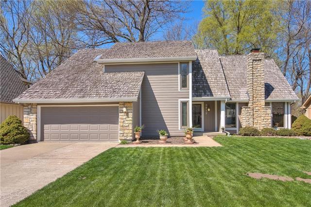 3912 NE Woodridge Drive, Lee's Summit, MO 64064 (#2160144) :: Team Real Estate