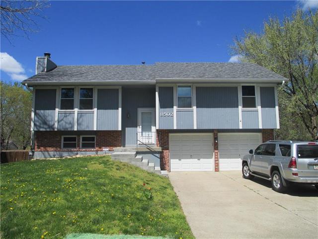 8502 Sarah Lane, Pleasant Valley, MO 64068 (#2160239) :: Kedish Realty Group at Keller Williams Realty