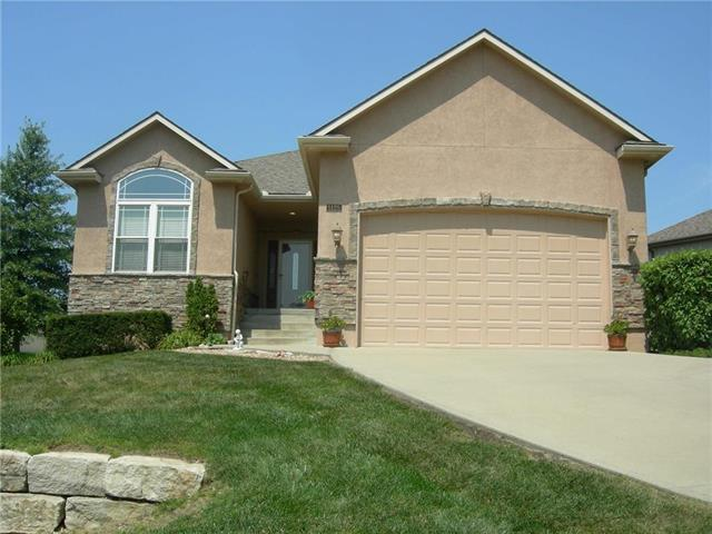 5125 SW Marguerite Street, Blue Springs, MO 64015 (#2160373) :: House of Couse Group