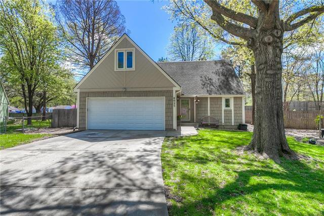 8025 W 74TH Terrace, Overland Park, KS 66204 (#2160381) :: No Borders Real Estate