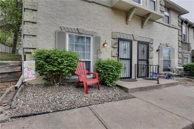 8358 Metcalf Avenue, Overland Park, KS 66212 (#2160407) :: NestWork Homes