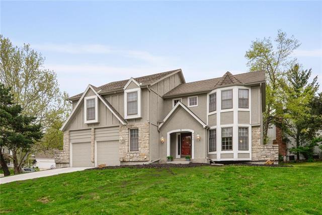 9804 W 115th Terrace, Overland Park, KS 66210 (#2160483) :: NestWork Homes