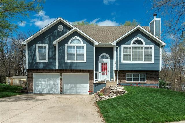 2012 Cypress Way, Pleasant Hill, MO 64080 (#2160484) :: House of Couse Group