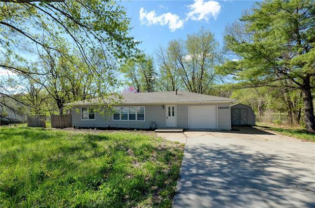 18005 E Truman Road, Independence, MO 64056 (#2160500) :: No Borders Real Estate