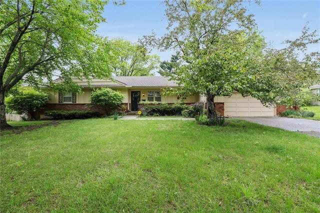 10322 High Drive, Leawood, KS 66206 (#2160586) :: House of Couse Group