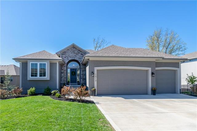 1012 SE Amber Court, Blue Springs, MO 64014 (#2160599) :: House of Couse Group