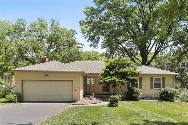 10811 Mcgee Street, Kansas City, MO 64114 (#2160636) :: House of Couse Group